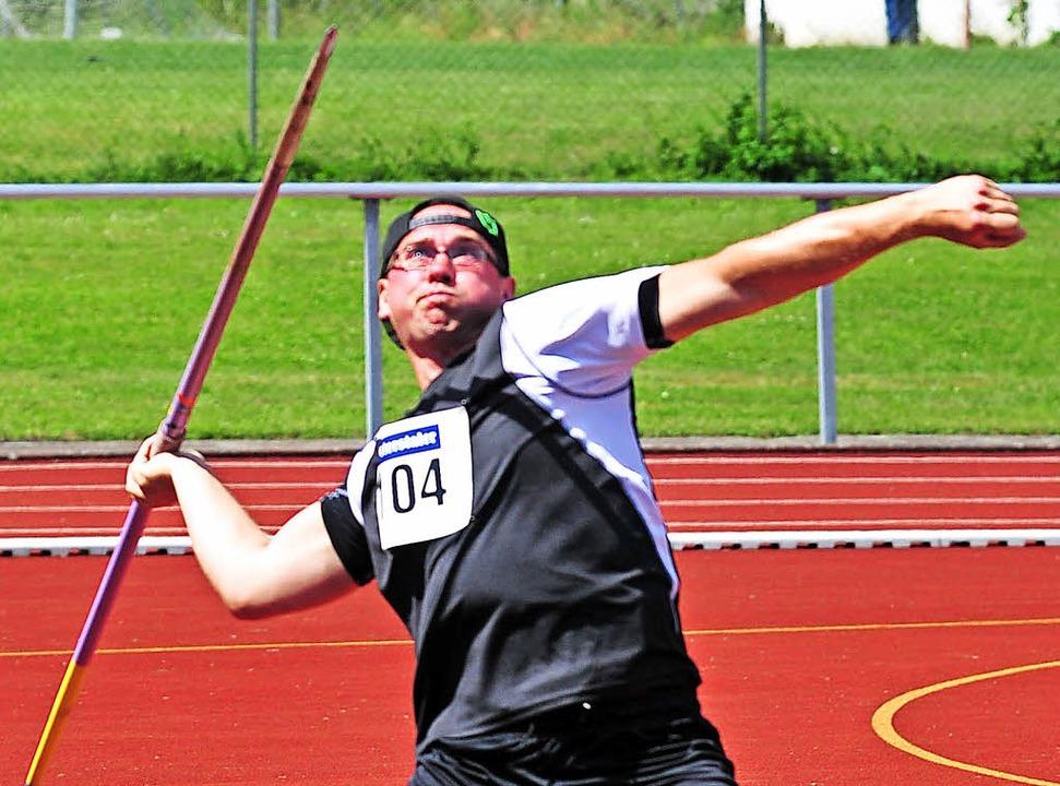 Mit dem Speer auf Rekordjagd: Simon Hoenen vom TV Lenzkirch  | Foto: heiler