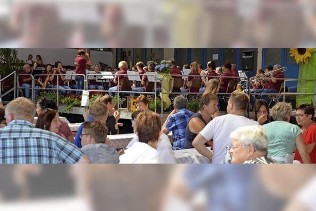 Sommerweinfest mit viel Blasmusik