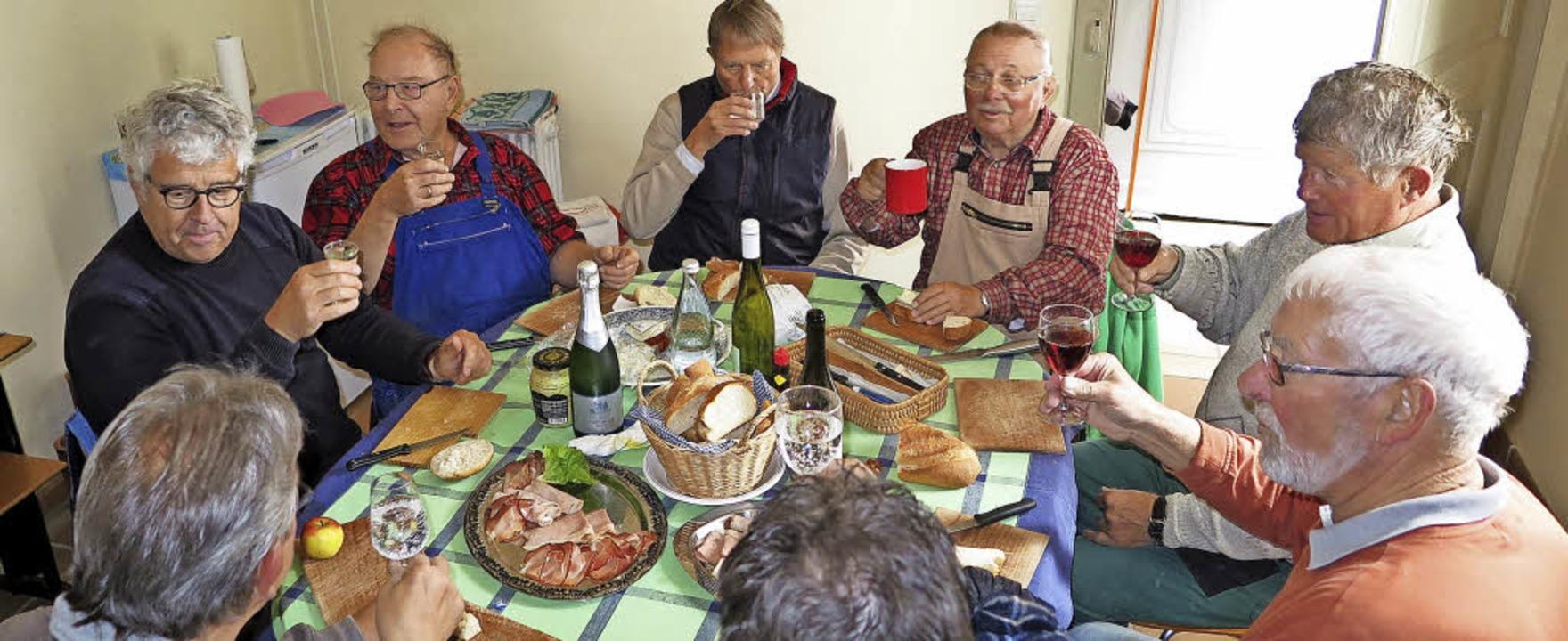 Ein wichtiges Ritual: die Schlossgärtner beim gemeinsamen Vesper     Foto: Dorothee Philipp