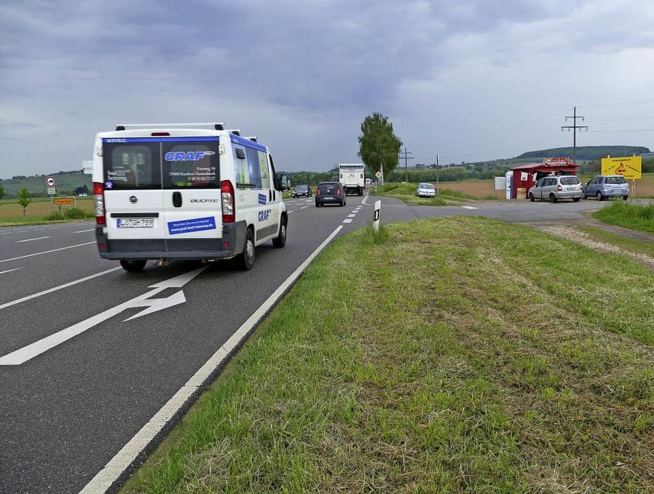 Ist viel Verkehr, wird  das Überqueren...oder das Einfädeln  zur Geduldsprobe.   | Foto: Langelott