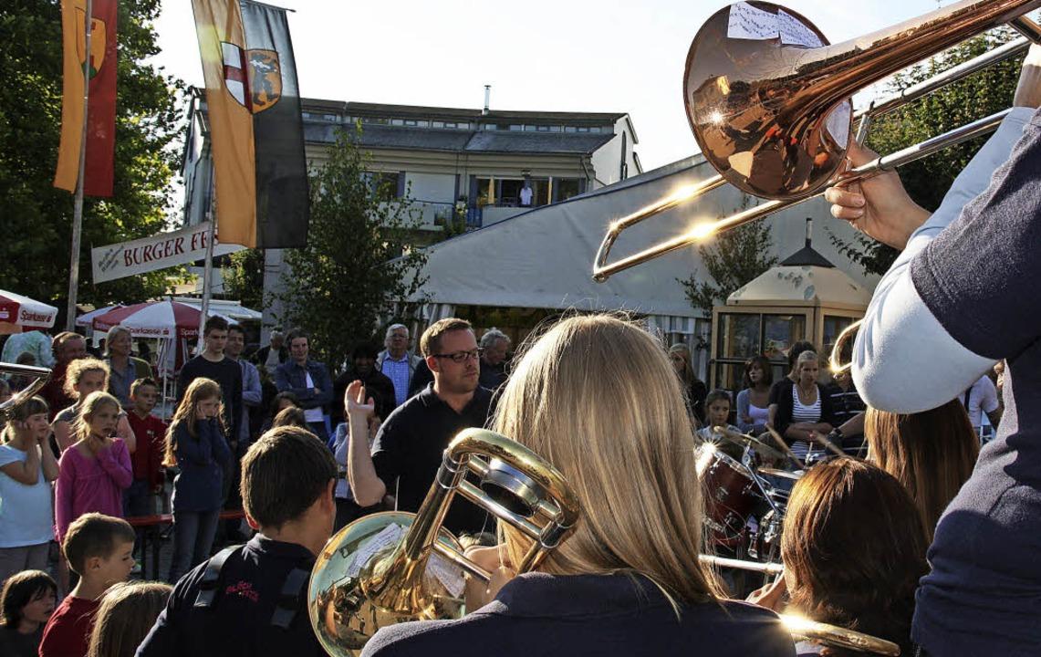 Am Wochenende wird auf dem Burger Platz wieder gefeiert.   | Foto: Andreas Peikert