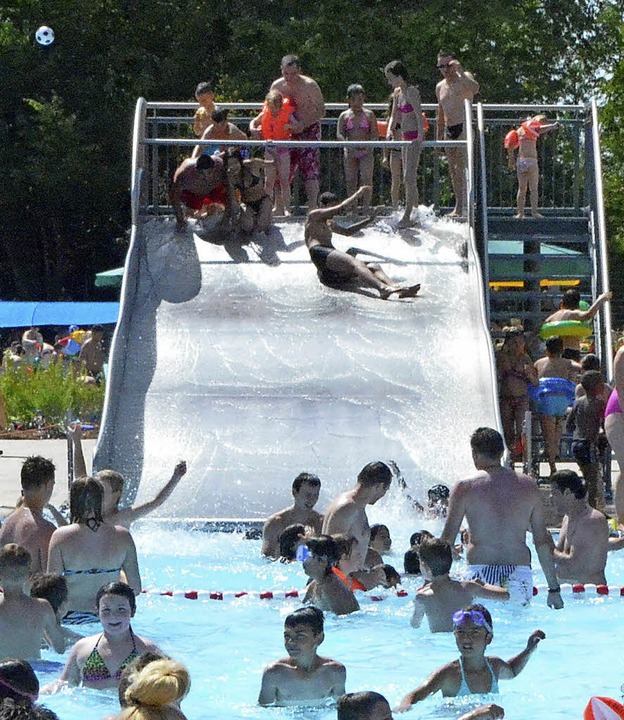 Nicht alle können sich an heißen Tagen...len, wie hier im Weiler Schwimmbad...     Foto: Archivbilder: U. Senf