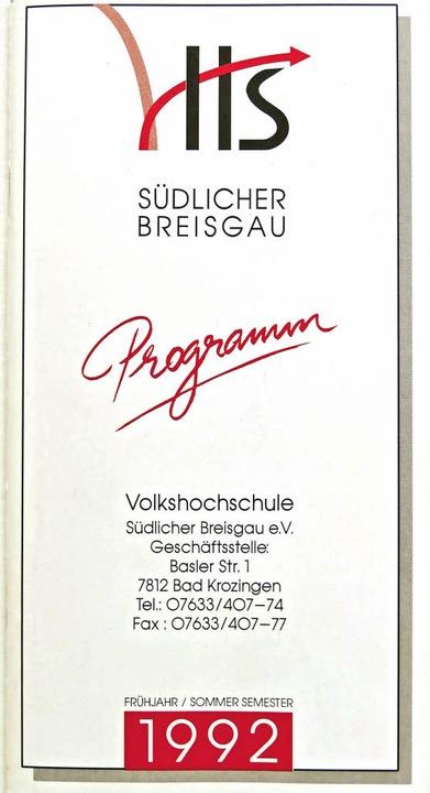 Historisches Dokument: das erste Programm der neuen VHS von 1992    Foto: Hans-Peter Müller