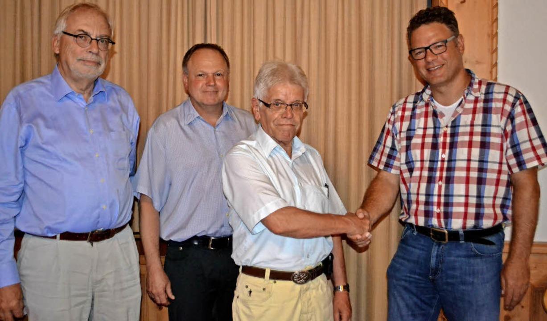 Der scheidende Vorsitzende Herbert Win...ld: Michael Fecht und Siegfried Buck.     Foto: Paul Berger
