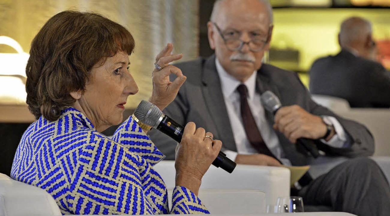 Helga Breuninger, Urenkelin des Firmen...ungen im Gespräch mit Wieland Backes.   | Foto: Michael Bamberger