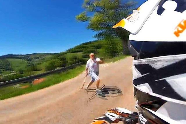 Mann mit Mistgabel attackiert Motorradfahrer im Oberen Wiesental