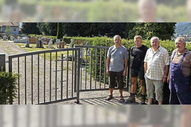 Ein Friedhofstor geschaffen für die Ewigkeit