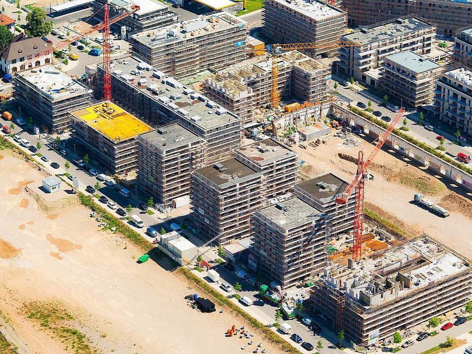 Freiburg baut, wie hier am Güterbahnhof. Doch die Flächen reichen nicht aus.   | Foto: Archivbild: Nils Theurer