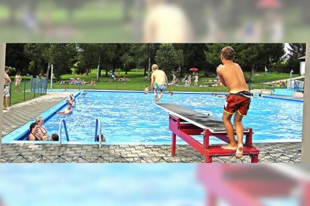 Badegäste ignorieren Absperrketten