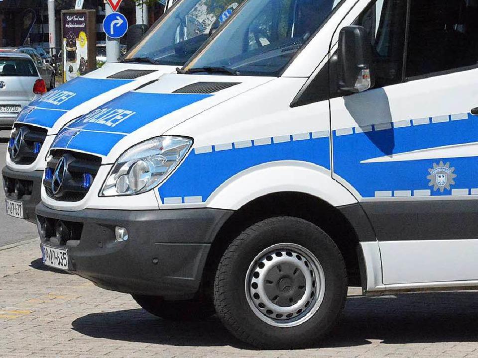 Die blau-weiße Flotte vor dem Hotel irritiert die Lörracher (Symbolbild).    Foto: Hannes Lauber