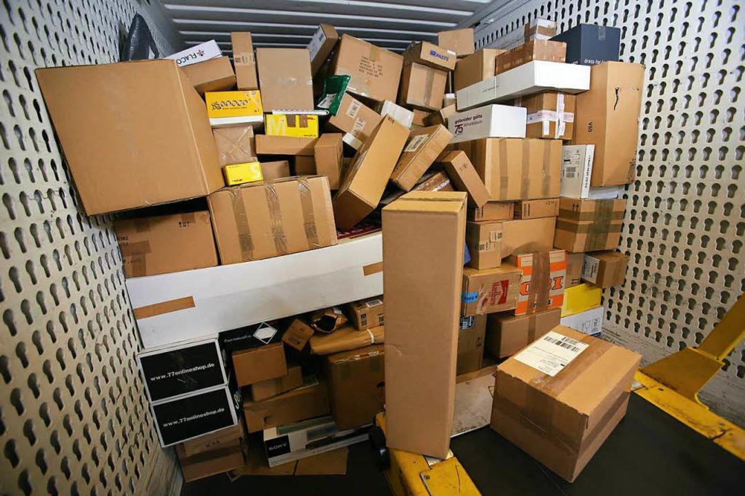Zum Glück waren alle Pakete noch da.  | Foto: dpa