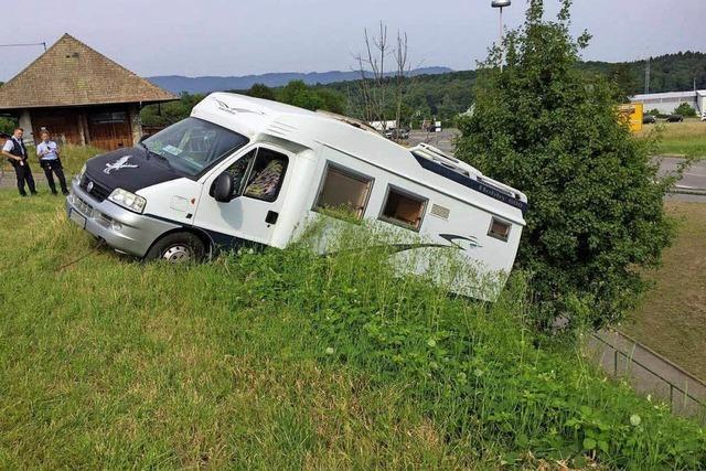 Handbremse vergessen – Wohnmobil rollt weg