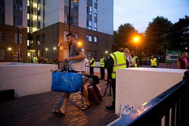 Hunderte Menschen müssen aus Londoner Hochhäusern raus