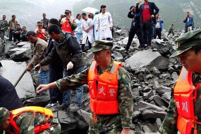 120 Menschen nach Erdrutsch vermisst: