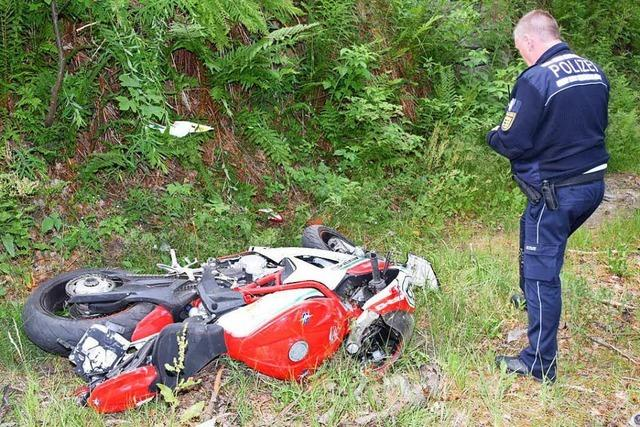 Erneut schwerer Motorradunfall: Fahrer schwebt in Lebensgefahr