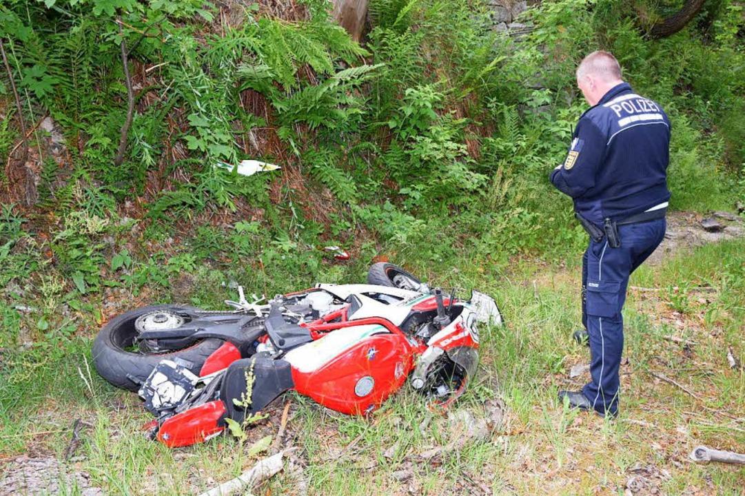 Schwerer Motorradunfall auf der B317 kurz vor dem Feldbergpass.    Foto: Kamera24