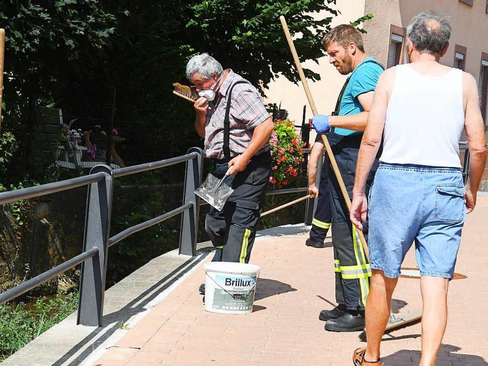 Mit Chlor-Granulat haben Unbekannte Fische im Ettenheimer Dorfbach vergiftet.  | Foto: Kamera24