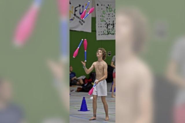 Beim Jonglierfestival am Seepark treffen sich 270 zumeist junge Leute - und ein paar Stars der Szene