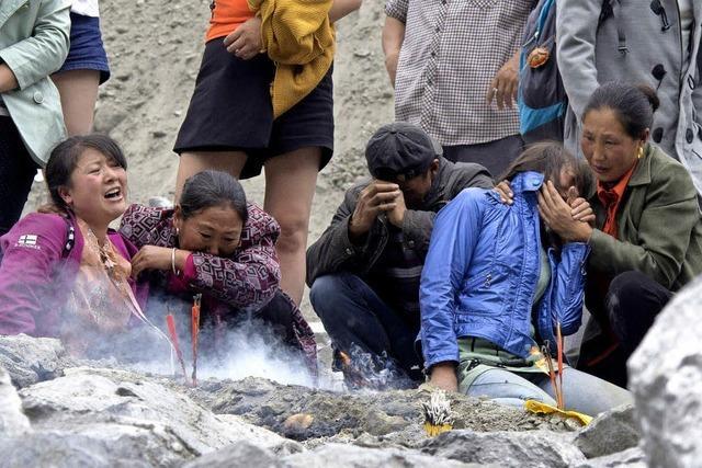 In China wurden bei einem schweren Erdrutsch rund 100 Menschen verschüttet