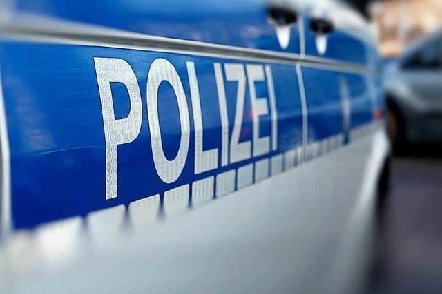 Polizei sucht Autofahrerin, die an Kollision zweier Radlerinnen beteiligt war