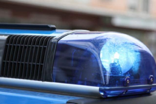 Stinkende Flüssigkeit und Knochenreste auf der A5 – Polizei findet keinen Verursacher