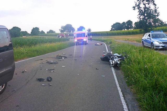 Motorradfahrer verletzt sich beim Überholen schwer