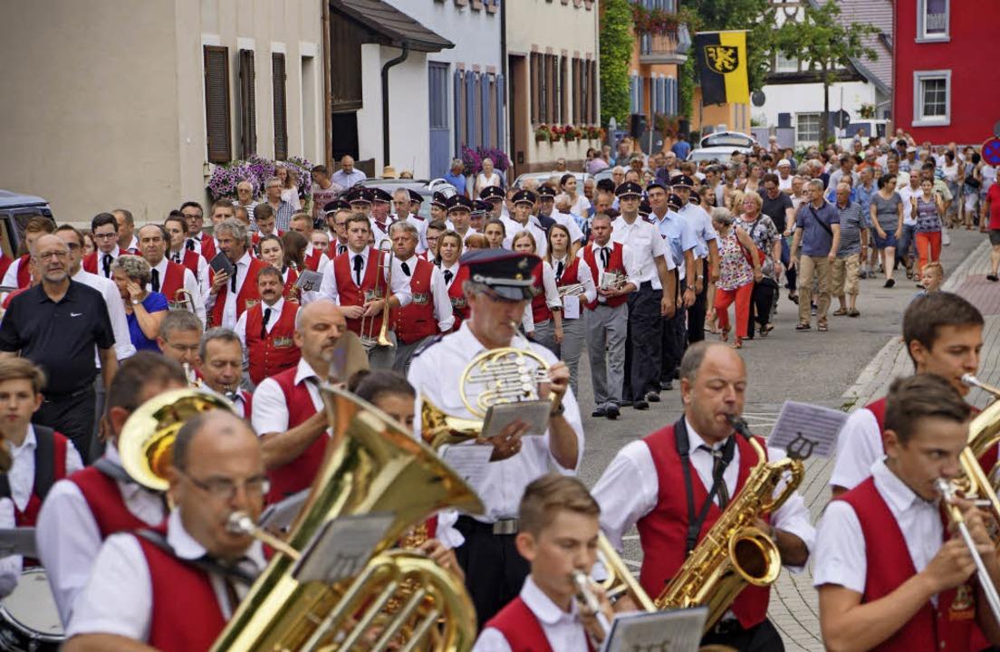 Bürgermeisterwahl in Sasbach: Nach Bek...mit Musik zum neuen St.Martins-Platz.     Foto: Ilona Hüge