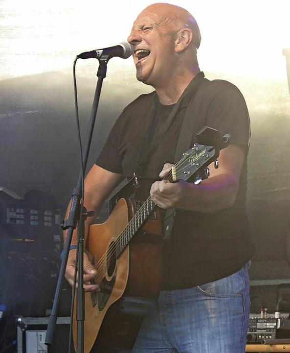 Der irische Musiker Brendan Keeley beim Open-Air-Festival auf dem Tafelberg    Foto: Georg Voß