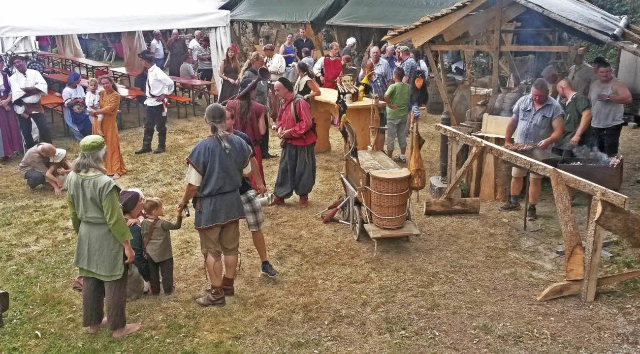 Buntes, mittelalterliches  Markttreiben gab es in Riedern zu sehen.  | Foto: Dorothée Kuhlmann
