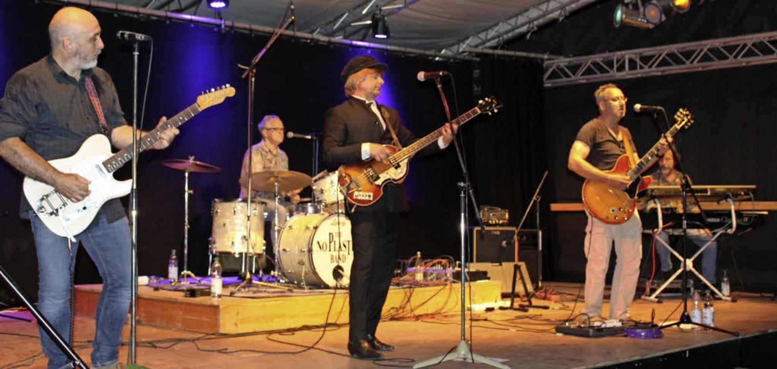 Zum Auftakt  der Veranstaltungsreihe  ... Stimmung mit  Best of  the  Beatles.   | Foto: Ingeborg Grziwa