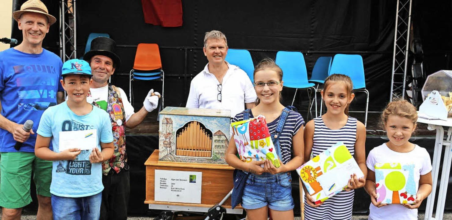 72 Kinder machten bei der Stadtfestral...Quizfragen. Hier die Preisverleihung.     Foto: Fotos: Karin Heiss
