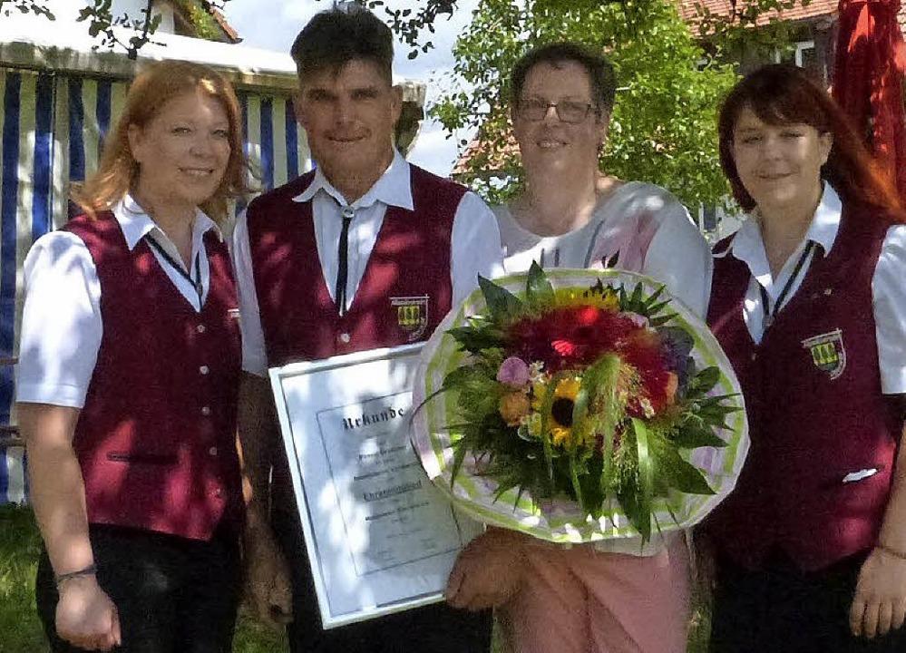 Geehrt für 40 Jahre Mitgliedschaft im ...rescher und Claudia Baier (von links).  | Foto: Sigrid Schneider