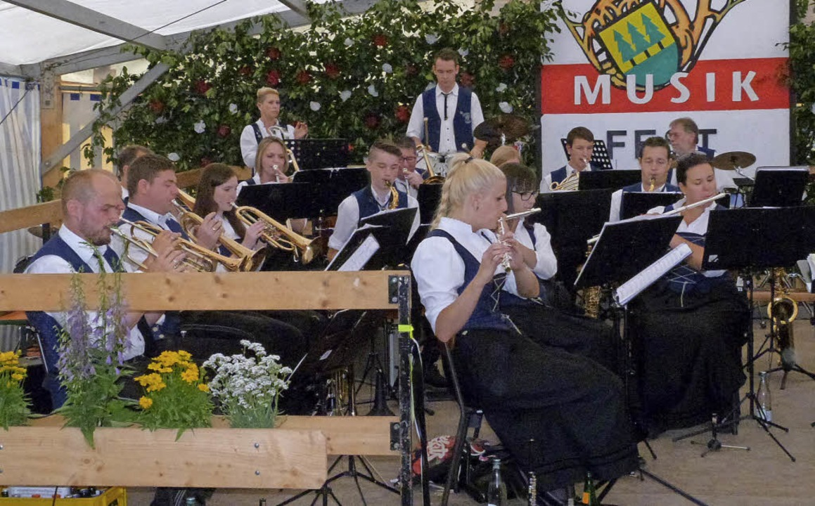 Für tolle musikalische Stimmung beim M...iele Gastvereine mit ihren Auftritten.  | Foto: Sigrid Schneider