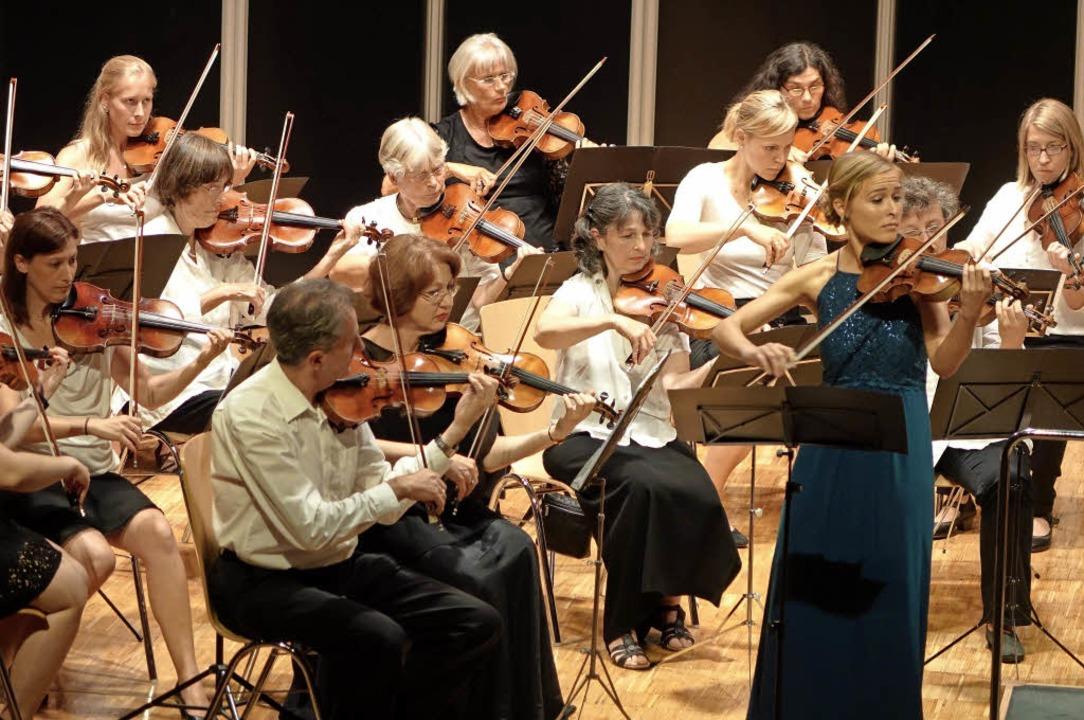 Die Geigerin Anne-Sophie Bereuter und ...t mit einem Haydn-Spiel vom Feinsten.   | Foto: Roswitha Frey