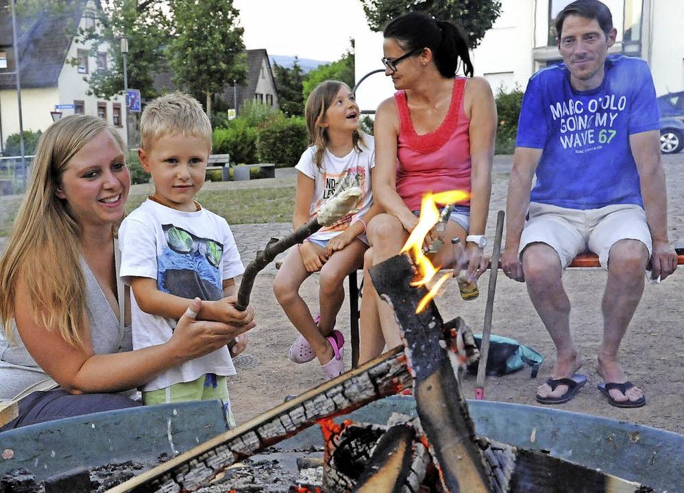 Besonders hoch loderte das Sonnwendfeu...an einem immer noch warmen Sommerabend  | Foto: Markus Zimmermann