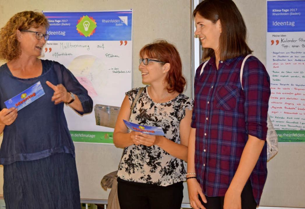Erika Höcker, Klimaschutzbeauftragte, ...nna Meier über den Preis (von links).   | Foto: Rücker
