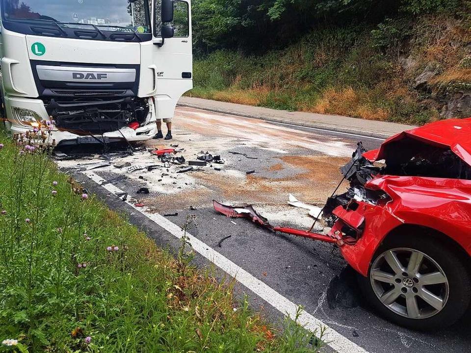 Auf der B31 Höhe Falkensteig hat sich ein schwerer Verkehrsunfall ereignet.     Foto: kamera24.tv