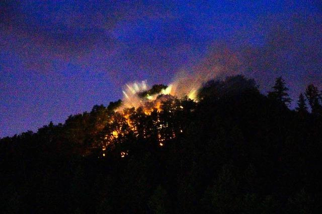 1000 Quadratmeter Wald brennen nach Blitzschlag