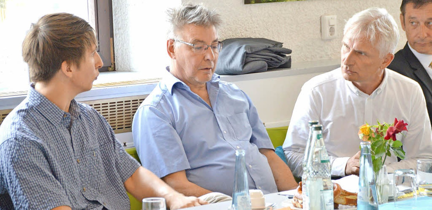 AWO-Vorstandsmitglied Detlef Sieger (M...d Gerhard Zickenheiner (rechts, Grüne)  | Foto: Horatio Gollin