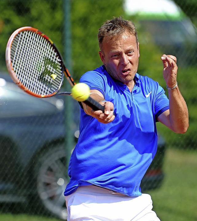 <BZ-FotoAnlauf>tennis-oberliga 40:</BZ...erschaftsspiel an der Tabellenspitze.     Foto: schön