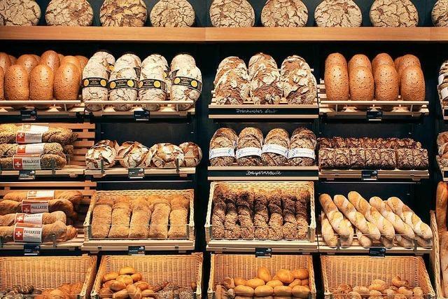 Mann überfällt Bäckerei mit Brotmesser