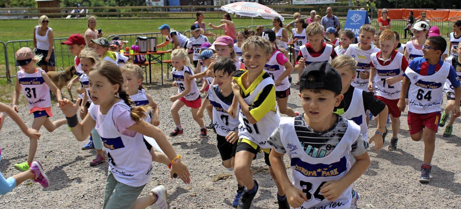 Voller Einsatz für die gute Sache: Mädchen und Jungen auf der Strecke   | Foto: Dieter Maurer