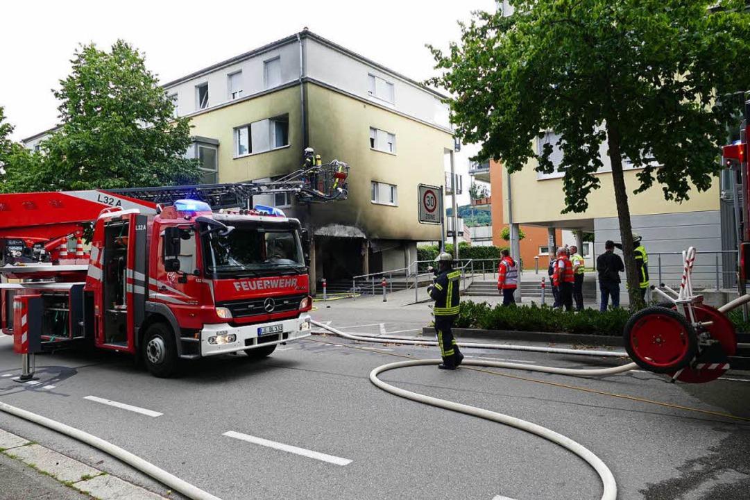 Brennende Mülltonnen beschädigten das Wohnhaus erheblich.  | Foto: Willi Adam