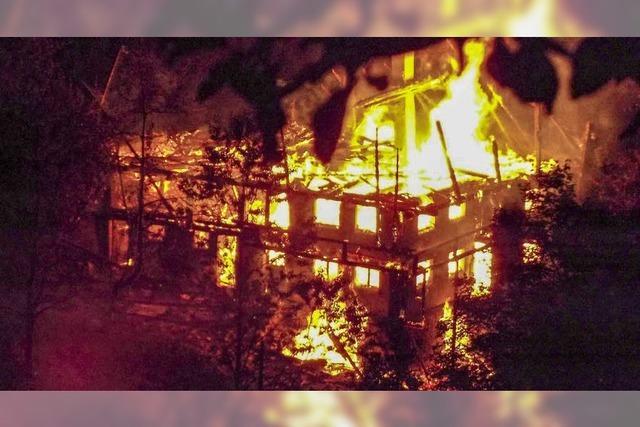 Flammen zerstören Bauernhaus