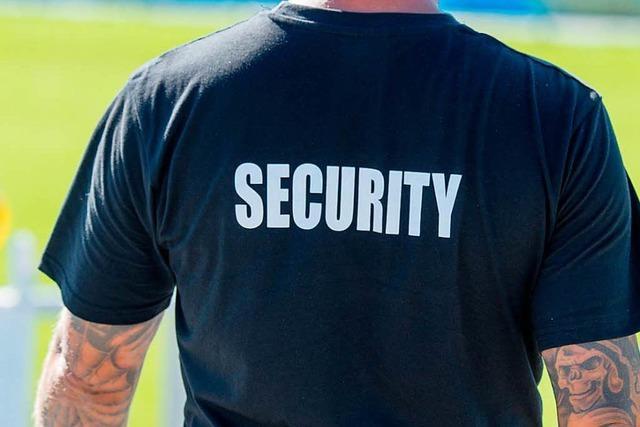 Sicherheitsdienst soll Nachtschwimmer im Freibad stoppen