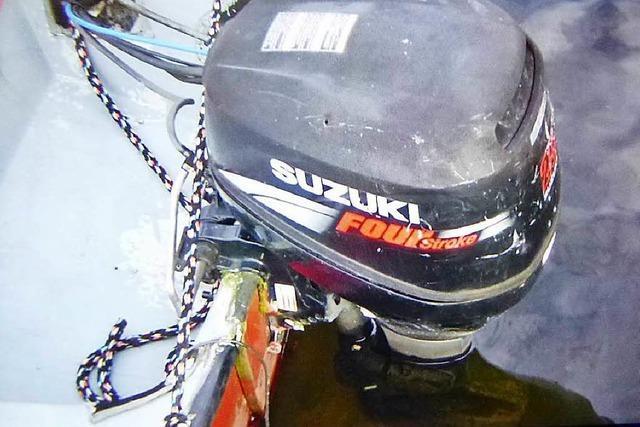 Unbekannte schrauben Außenbordmotor ab