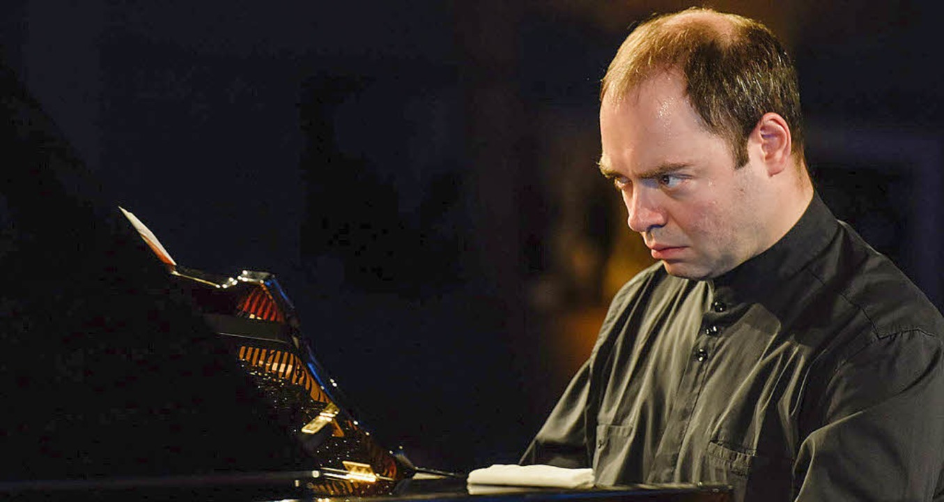 Hochkonzentriert – der Pianist Alexander Melnikov    Foto: Matthias Creutziger