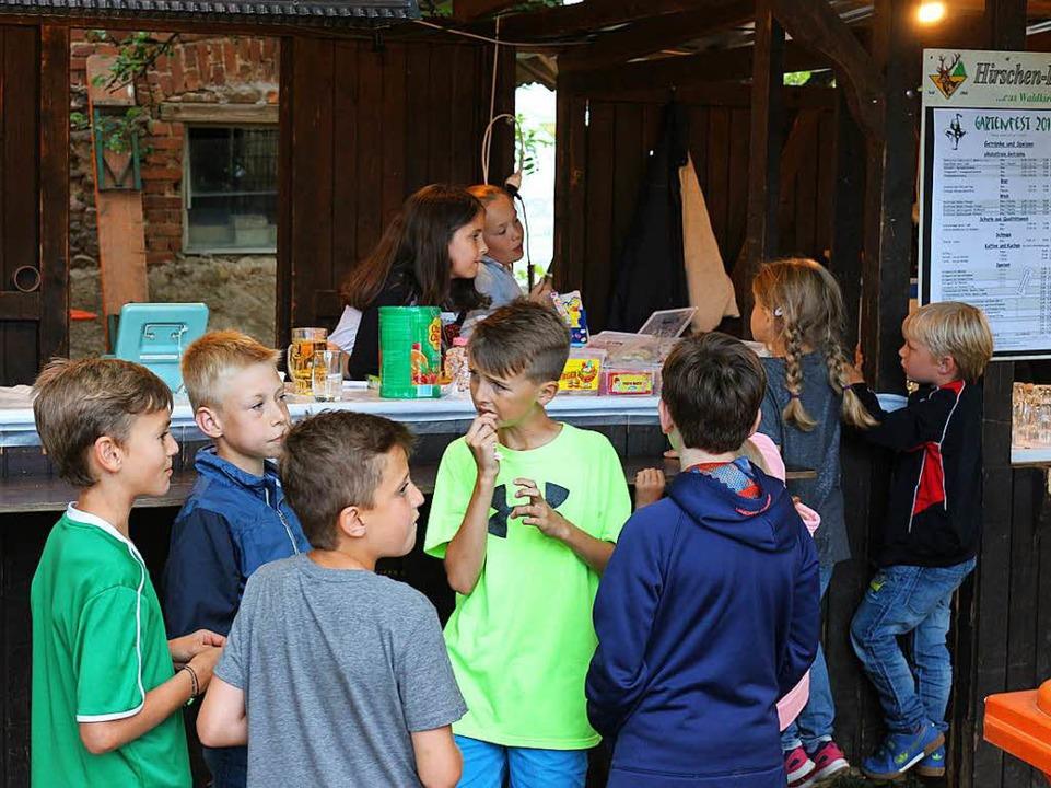 Der Süßigkeitenstand kam bei den Kleinen super an  | Foto: Karin Heiß