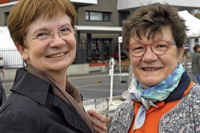 VON UFER ZU UFER: Geplauder über den Rhein hinweg