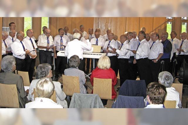 Männerchöre singen gemeinsam